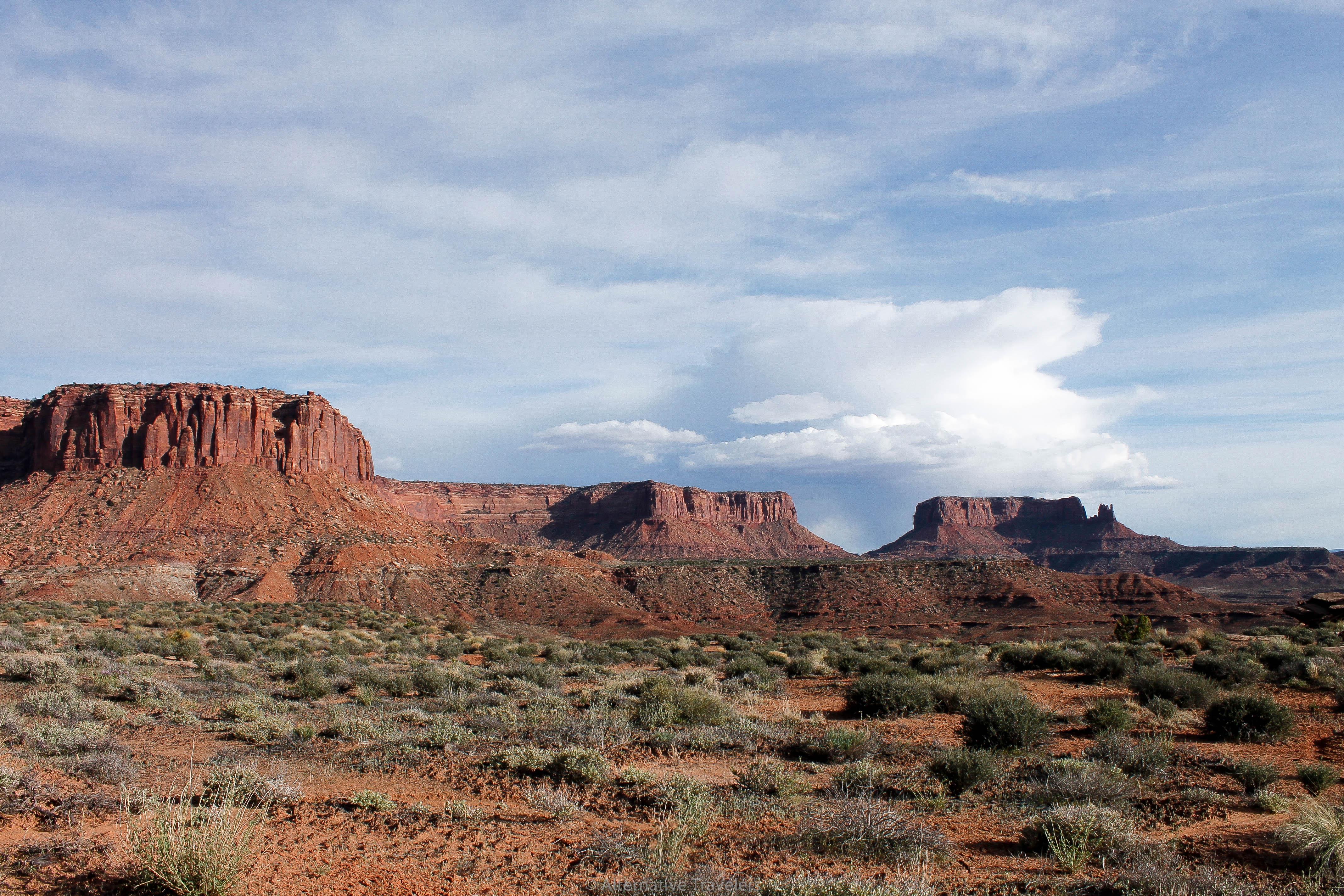 Best Hikes in Canyonlands National Park - Murphys Loop bottom mesas