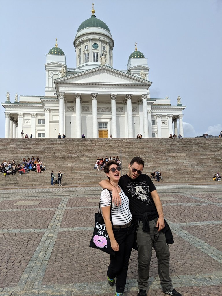 Couple in front of Helsinki Cathedral