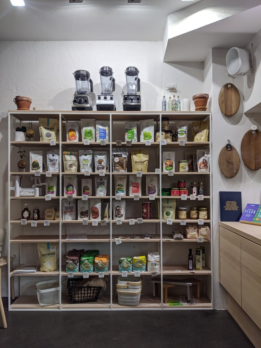 grocery display at Zdravo
